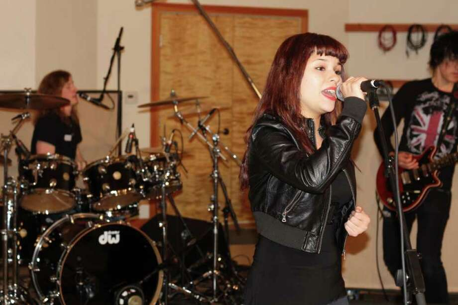 San Antonio's Jennifer Espinoza will tour the country with a Queen tribute show. Photo: HOLLYWOOD RECORDS