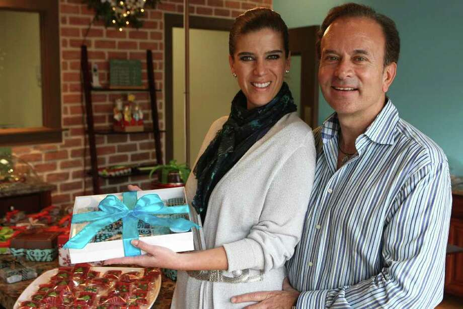 CONEXION: Carmen Tarragona and husband Adrian Rosas opened the first ever franchise store of the original Tatakua Alfajores in Monterrey, Mexico, earlier this week. Several years ago, the couple ordered the small cookies from the original store for a party in their hometown of Durango, Mexico, and Carmen fell in love with them immediately. The company, however, wouldn?t allow her to open her own store until she moved to the US. The alfajores can be decorated in a myriad of colors and designs, including customizing them for weddings or other parties.  HELEN L. MONTOYA/hmontoya@conexionsa.com Photo: HELEN L. MONTOYA, SAN ANTONIO EXPRESS-NEWS / hmontoya@express-news.net