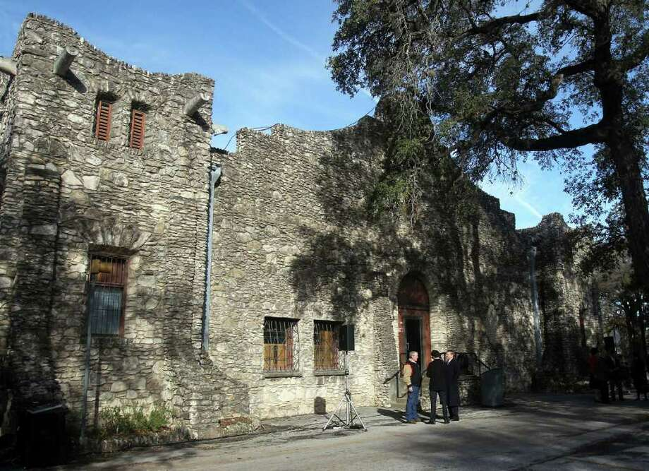 The former donkey barn at Brackenridge Park, whose façade resembles the Alamo, will be remodeled into office and education space for the zoo at a cost of $500,000. JOHN DAVENPORT/jdavenport@express-news.net Photo: JOHN DAVENPORT, SAN ANTONIO EXPRESS-NEWS / SAN ANTONIO EXPRESS-NEWS (Photo can be sold to the public)