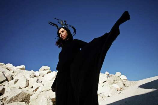 photo of Polly Jean Harvey of the band PJ Harvey credit: Seamus Murphy / DirectToArchive