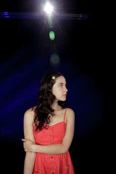 En esta foto del miércoles 20 de julio de 2011, la cantautora mexicana Ximena Sariñana posa durante una entrevista en Los Angeles. (AP Foto/Richard Vogel) Photo: Richard Vogel / AP