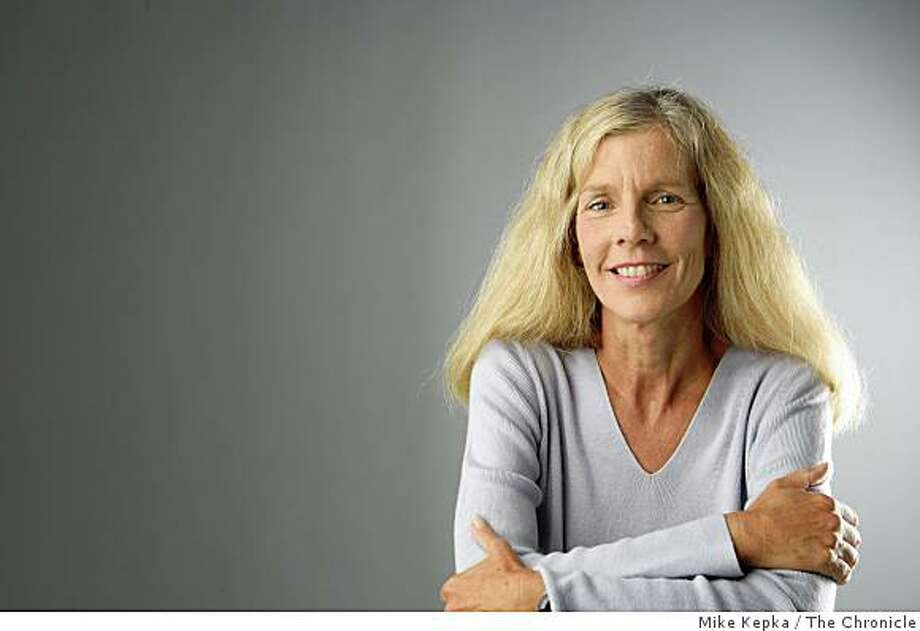 Kathleen Pender, business columnist for the San Francisco Chronicle poses for a portrait on Tuesday Sept. 30, 2008 in San Francisco Calf. Photo: Mike Kepka, The Chronicle