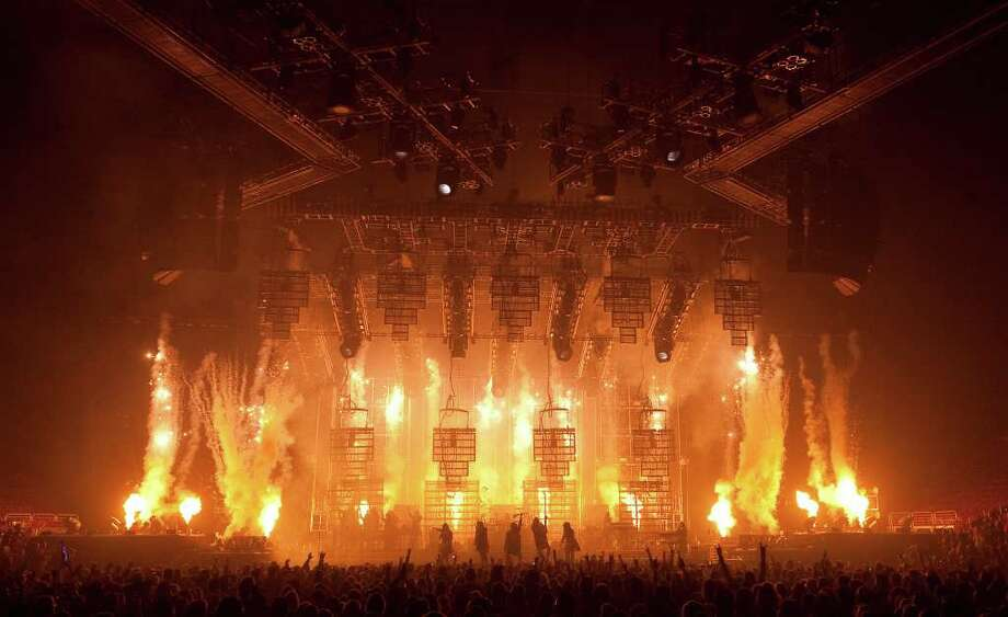 Trans-Siberian Orchestra (Lewis Lee)