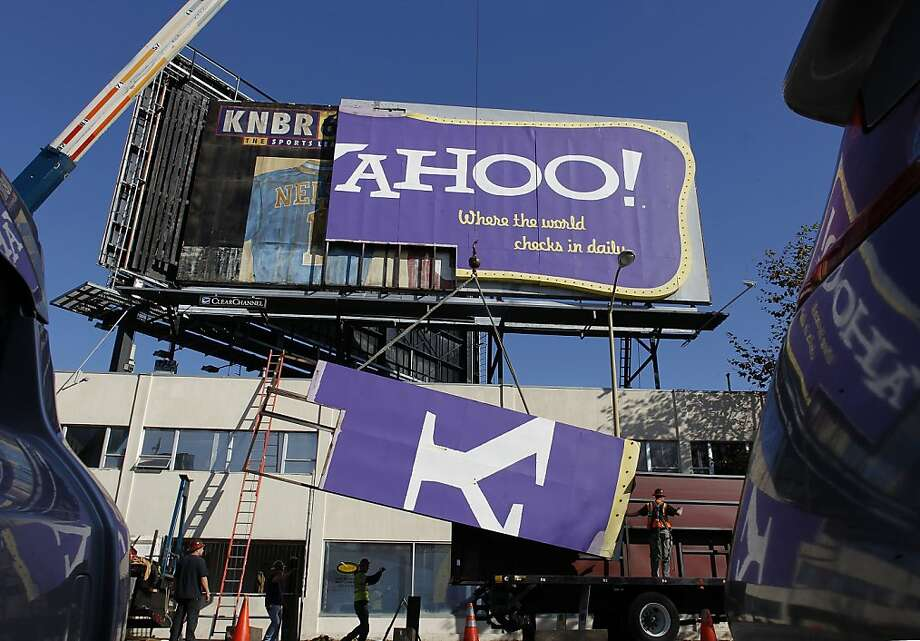 "The dismantling of the hugh ""Yahoo"" sign, which overlooks the I-80 freeway from 6th St. in downtown San Francisco, Ca. on Wednesday December 21, 2011 Photo: Michael Macor, The Chronicle"