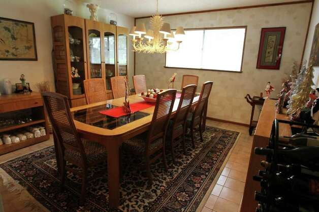 The dining room off of the kitchen of Sue and Jim Ewers, Friday, December 16, 2011. Photo: JENNIFER WHITNEY, Jennifer Whitney/ Special To The Express-News / special to the Express-News