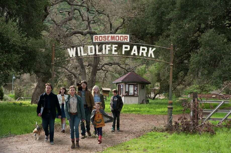 Neal Preston/Twentieth Century Fox Benjamin Mee (Matt Damon) gets the grand tour of his newly-purchased zoo from head zookeeper Kelly Foster (Scarlett Johansson). A Along for the expedition are: Benjamina€™s young daughter Rosie (Maggie Elizabeth Jones, far right), zookeeper Robin Jones (Patrick Fugit) and monkey, Rhonda Blair (Carla Gallo), Lily Miska (Elle Fanning) and Benjamina€™s son Dylan (Colin Ford, rear). Photo: Neal Preston / TM and © 2011 Twentieth Century Fox Film Corporation. All rights reserved. Not for sale or duplication.