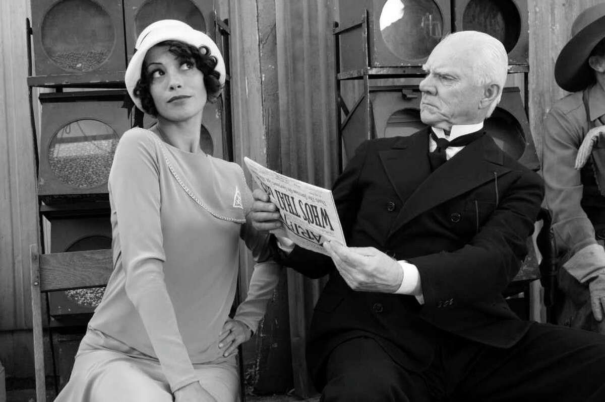 Berenice Bejo as Peppy Miller and Malcolm McDowell as The Butler in Michel Hazanavicius's film THE ARTIST Photo by: The Weinstein Company