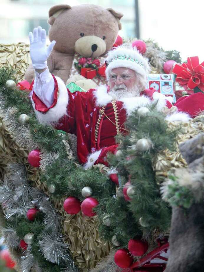 Santa Claus waves during the 92nd annual Thanksgiving day parade in Philadelphia, Thursday, Nov. 24, 2011. Photo: Associated Press File Photo