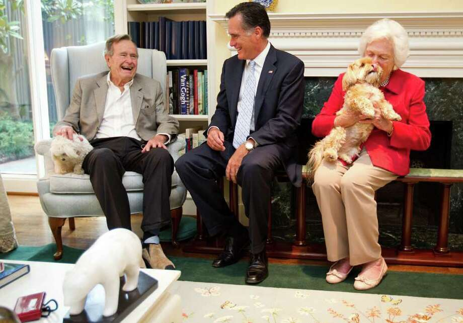 SMILEY N. POOL : CHRONICLE OLD FRIENDS: Presidential candidate Mitt Romney visits former President George H.W. Bush and Barbara Bush at their home in Houston this month. Bush's friendship with the Romney dates back years, and he also knew the former governor's father, George Romney. Photo: Smiley N. Pool / © 2011  Houston Chronicle