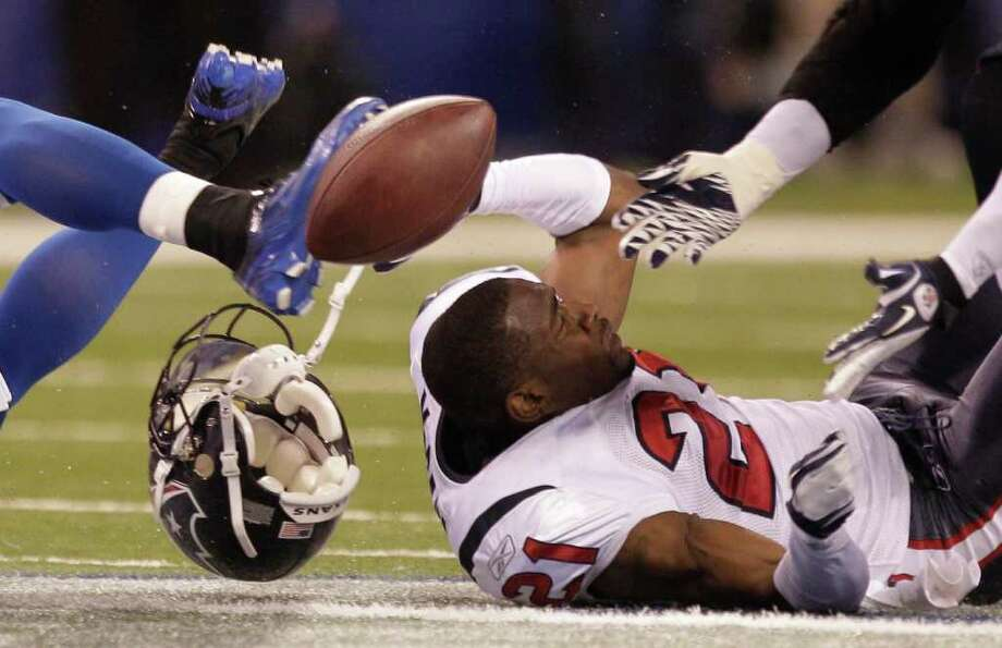 Who lost his head: Brice McCain, Texans. Who did the headhunting: Indianapolis Colts. Photo: Brett Coomer, Houston Chronicle / © 2011  Houston Chronicle