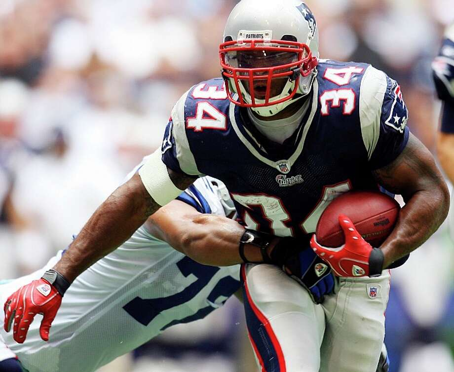 Then-Patriots running back Sammy Morris carries the ball against the Cowboys during the 2007 season. EDWARD A. ORNELAS/Express-News