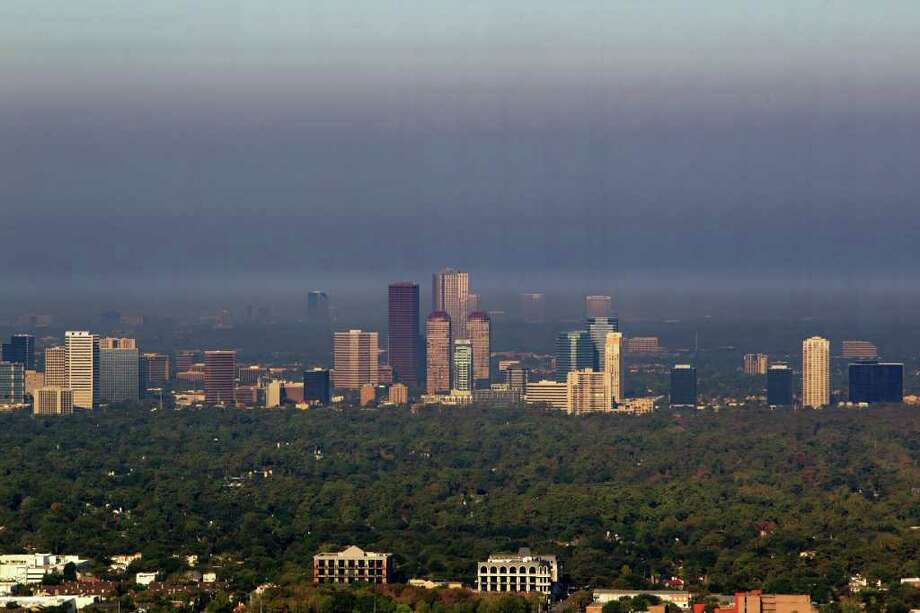 Sept. 8, 2011 | A smokey haze from nearby wildfires hangs over the Galleria area in Houston. Photo: James Nielsen, Chronicle / © 2011 Houston Chronicle