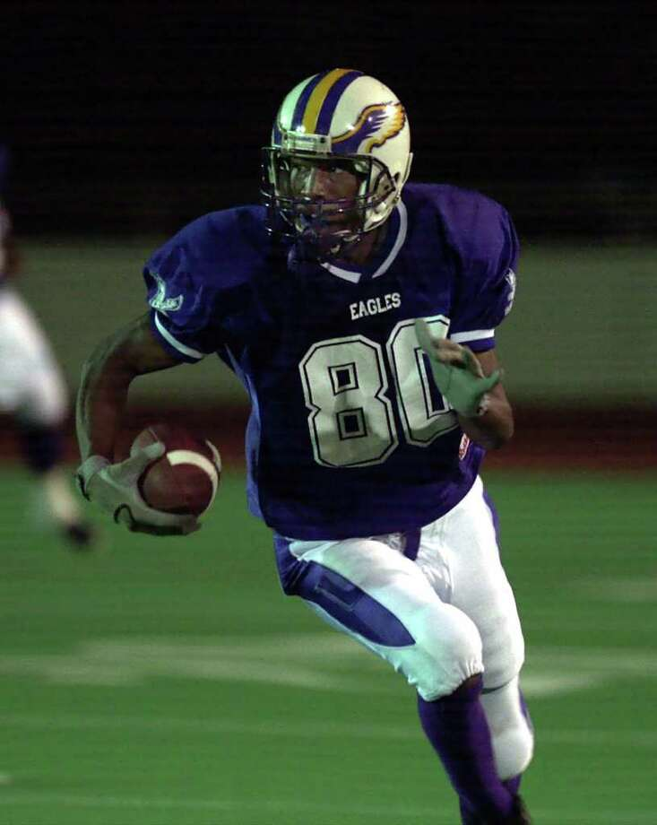 SPORTS / ADV - Brackenridge High School receiver, Sam Hurd, runs with the ball during their game against Southwest High School , Saturday, Oct. 13, 2001.  photo by Bob Owen / STAFF Photo: BOB OWEN, EN / EN
