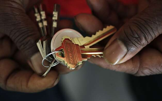 Gee holds the keys to the couple's new home in the Sunnydale housing development. Photo: Michael Macor, The Chronicle
