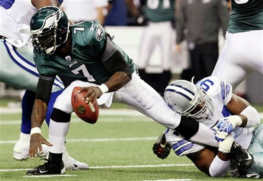 Philadelphia Eagles quarterback Michael Vick (7) is sacked by Dallas Cowboys outside linebacker DeMarcus Ware (94) during the first half of an NFL football game, Saturday, Dec. 24, 2011, in Arlington, Texas. (AP Photo/Sharon Ellman) Photo: Sharon Ellman, Associated Press / FR170032 AP