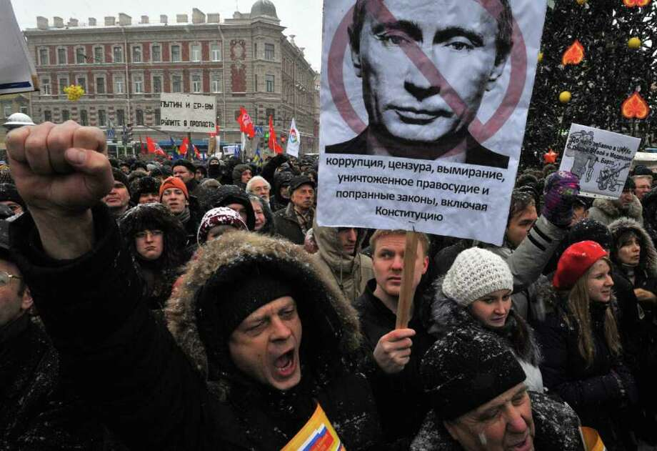 OLGA MALTSEVA : AFP / GETTY IMAGES OUTRAGE: Demonstrators took to the streets in St. Petersburg and other cities across Russia on Saturday to protest Vladimir Putin's domination of Russian politics. Protesters also expressed frustration over alleged fraud during recent elections. Photo: OLGA MALTSEVA / AFP