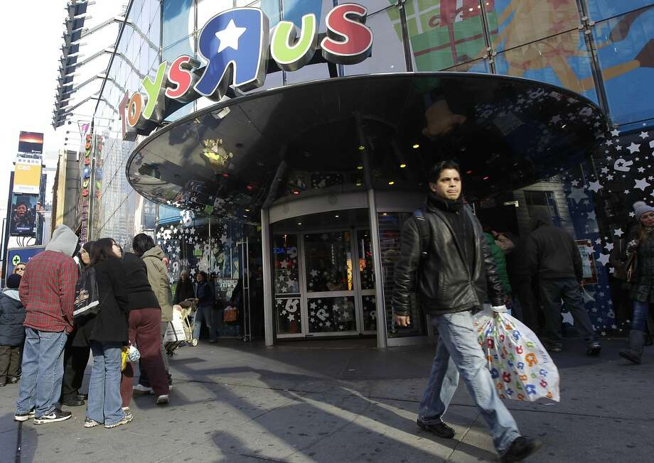 The Toys R Us store in New York's Times Square will be divided to accommodate flagship locations for Gap and Old Navy. The stores, each about 31,000 square feet, will have separate entrances. Photo: Mary Altaffer, Associated Press