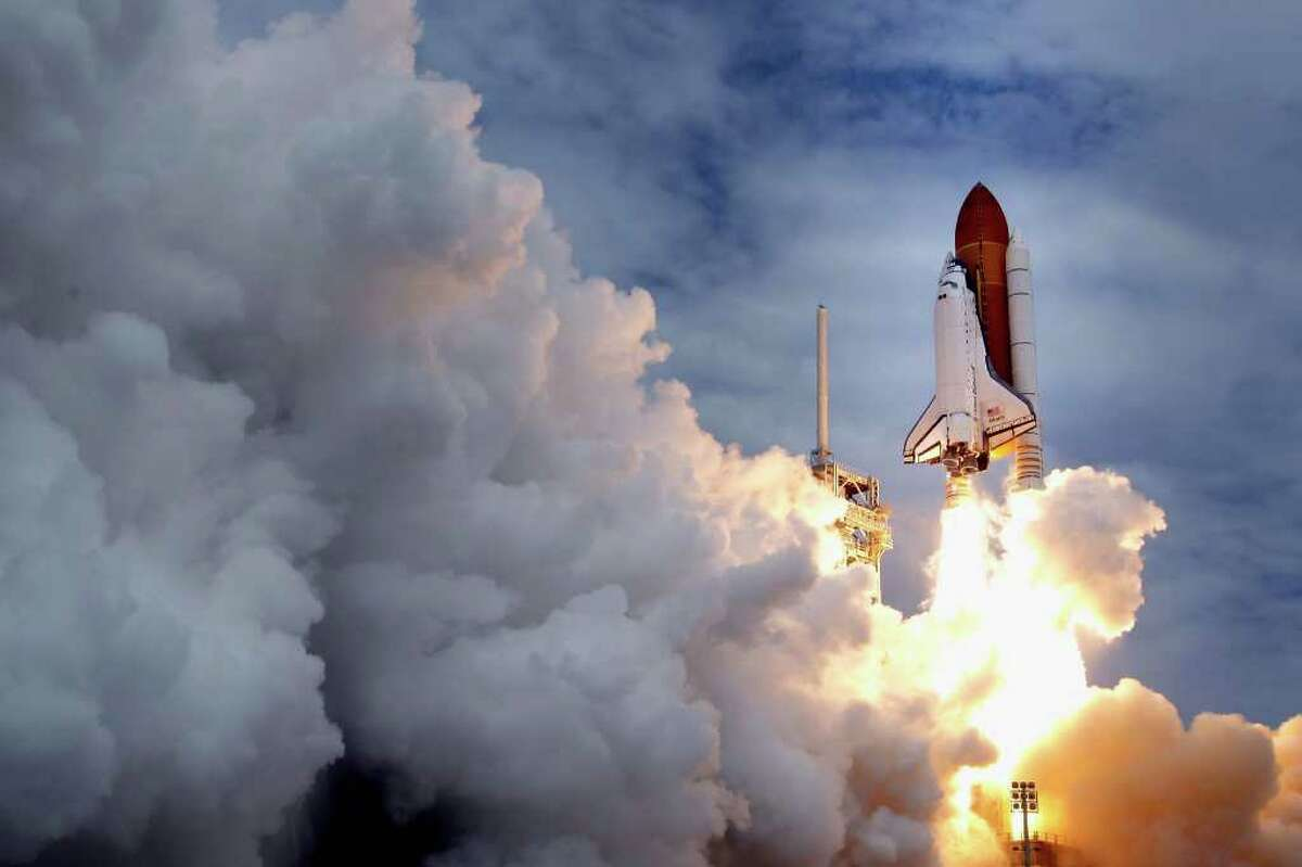 CAPE CANAVERAL, FL - JULY 08: Space shuttle Atlantis blasts off from launch pad 39A at Kennedy Space Center July 8, 2011 in Cape Canaveral, Florida. This lift off is the last in the 30-year-old shuttle program. (Photo by Chip Somodevilla/Getty Images)