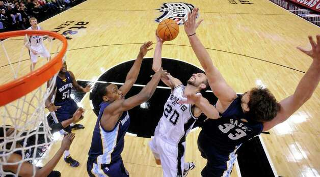 San Antonio Spurs' Manu Ginobili drives to the basket between Memphis Grizzlies' Tony Allen and Memphis Grizzles' Marc Gasol during first half action Monday Dec. 26, 2011 at the AT&T Center. Photo: EDWARD A. ORNELAS, Express-News / SAN ANTONIO EXPRESS-NEWS (NFS)