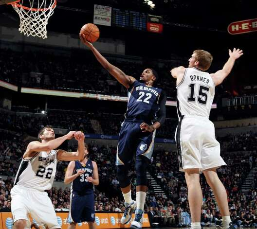 Memphis Grizzlies' Rudy Gay shoots between San Antonio Spurs' Tiago Splitter and San Antonio Spurs' Matt Bonner during first half action Monday Dec. 26, 2011 at the AT&T Center. Photo: EDWARD A. ORNELAS, Express-News / SAN ANTONIO EXPRESS-NEWS (NFS)