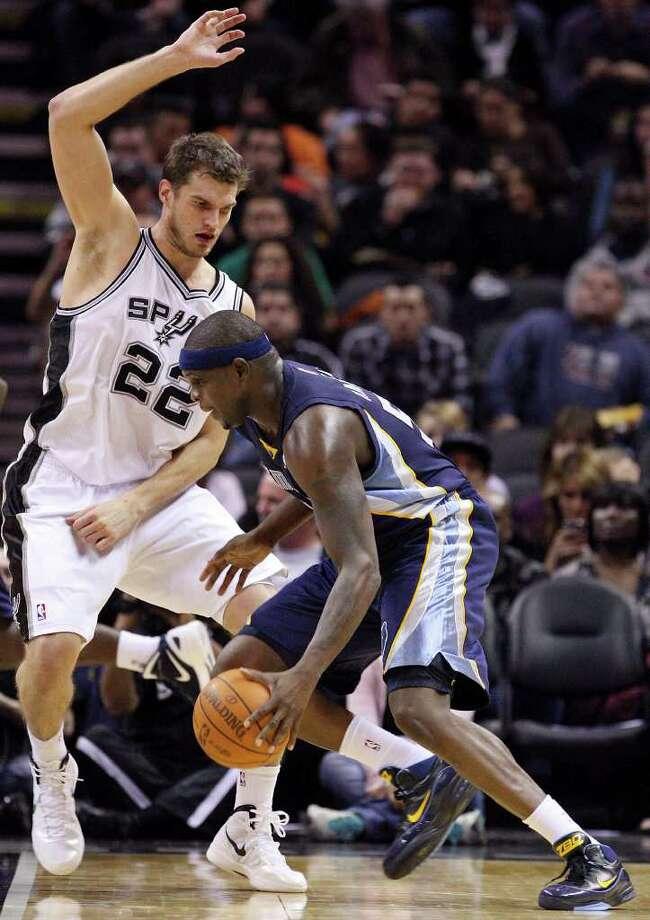 San Antonio Spurs' Tiago Splitter defends Memphis Grizzlies' Zach Randolph during second half action Monday Dec. 26, 2011 at the AT&T Center. The Spurs won 95-82. Photo: EDWARD A. ORNELAS, Express-News / SAN ANTONIO EXPRESS-NEWS (NFS)