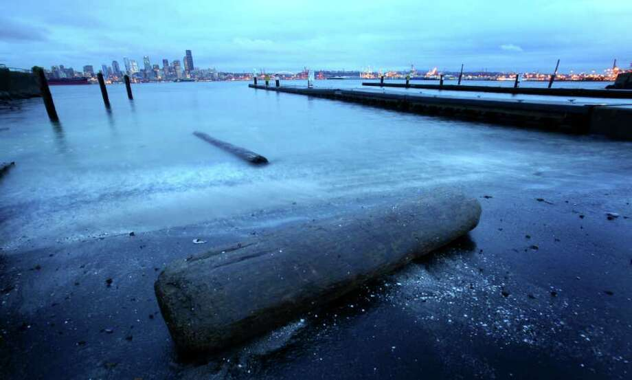 """A """"king tide"""" reaches its peak at Seattle's Alki Beach on Tuesday, December 27, 2011. King tides are a natural phenomenon that occur once or twice a year when the sun and moon's gravitational pulls reinforce one another. They happen when the moon is closest to the earth. Photo: JOSHUA TRUJILLO / SEATTLEPI.COM"""