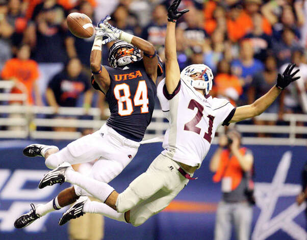 UTSA's Brandon Freeman misses a pass as he is defended by McMurry's Gene Hudson late in the game Saturday Sept. 10, 2011 at the Alamodome.  McCurry won 24-21. Photo: EDWARD A. ORNELAS, Edward A. Ornelas / SAN ANTONIO EXPRESS-NEWS (NFS)