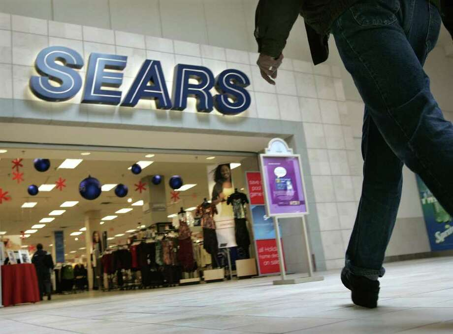 Sears Holding Corp., the parent of Sears and Kmart, announced plans to close more than 100 underperforming stores to raise cash. Photo: Amy Sancetta, Associated Press / AP