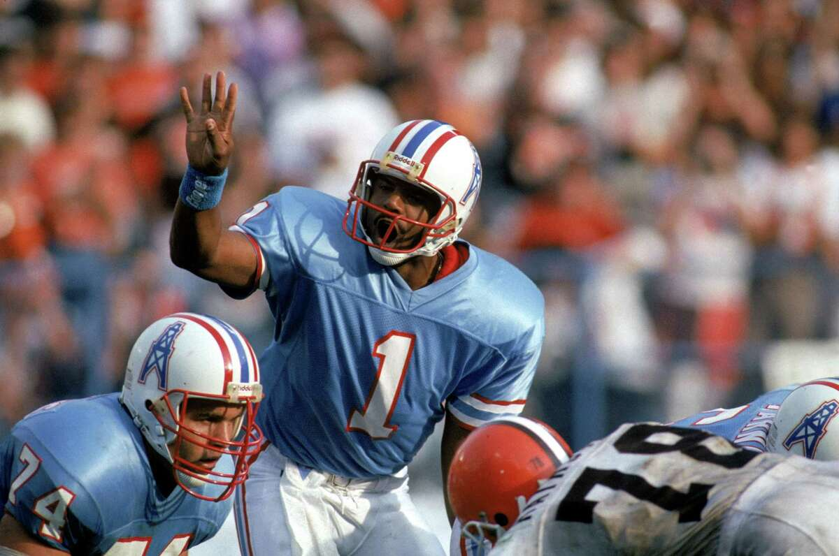 Quarterback Warren Moon #1 of the Houston Oilers calls an audible during an NFL game against the Cleveland Browns at Cleveland Stadium on October 29, 1989 in Cleveland, Ohio.