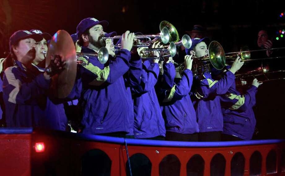 The Washington band arrives in a barge at the Rudy's Bar-B-Q Pep Rally at the Arneson River Theater on the River Walk  on December 27, 2011. Photo: TOM REEL, SAN ANTONIO EXPRESS-NEWS / © 2011 San Antonio Express-News