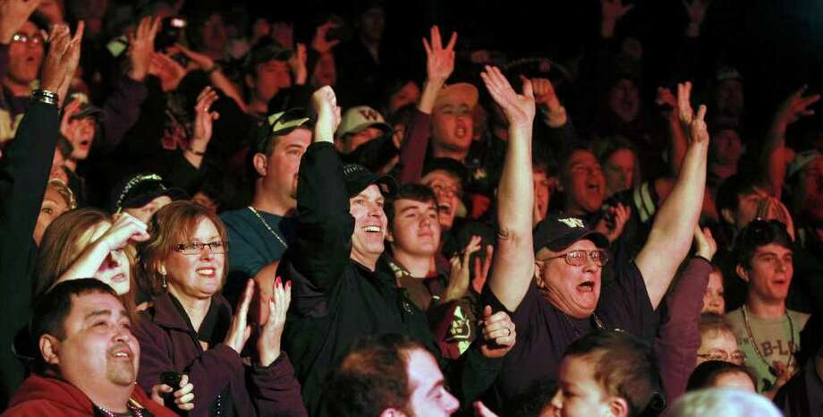 Washington fans cheer at the Rudy's Bar-B-Q Pep Rally at the Arneson River Theater on the River Walk  on December 27, 2011. Photo: TOM REEL, SAN ANTONIO EXPRESS-NEWS / © 2011 San Antonio Express-News