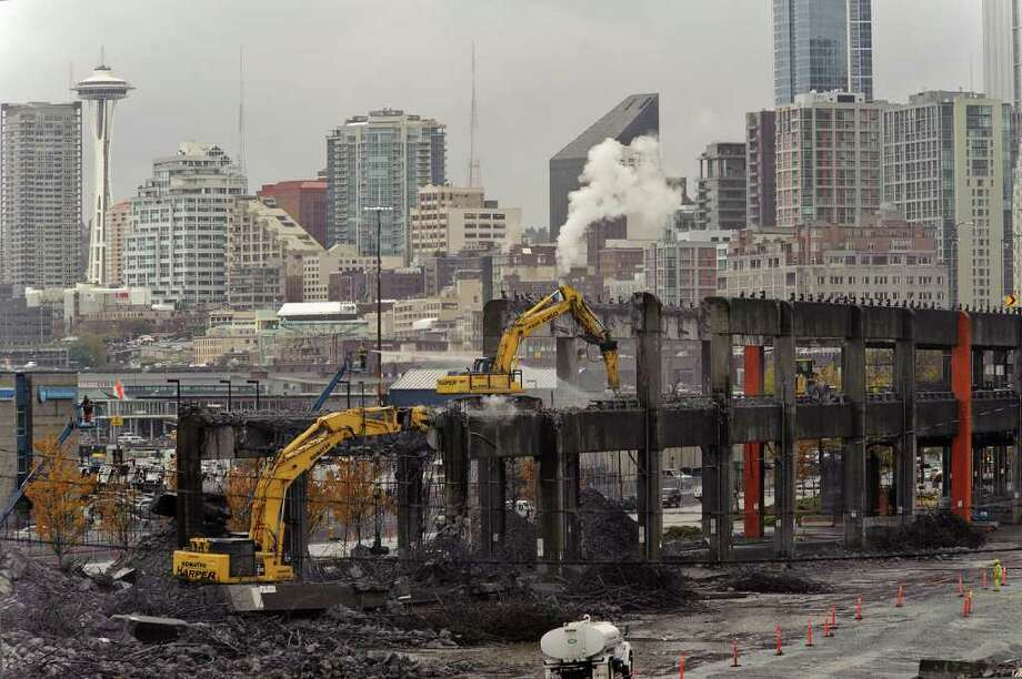 The southern half of the Alaskan Way Viaduct comes down, making way for a future waterfront tunnel. The closure of the highway tested Seattle drivers and roads as nearly 110,000 cars per day were rerouted around the closure. Photo: WADOT PHOTO / SEATTLEPI.COM
