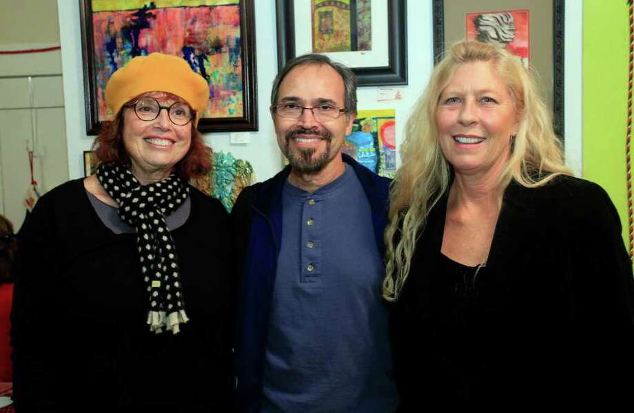 Artist Marcia Loew, from left, instructor Ricardo Lara and project developer and instructor Kelley Oshel get together during the fall student art show at inspire community Fine Art Center. Photo: J. MICHAEL SHORT / THE SAN ANTONIO EXPRESS-NEWS