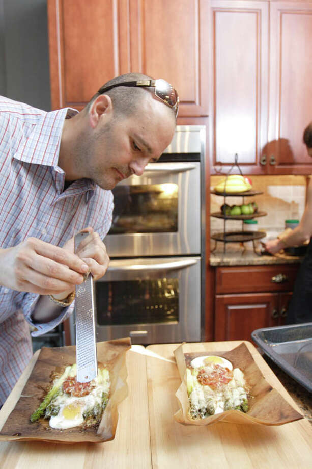 David and Roslyn Zecchini cook together easily, fluidly, complementing one another?s movements as they chat with friends. (Photo by Suzanne Kawola/Life@Home) 
