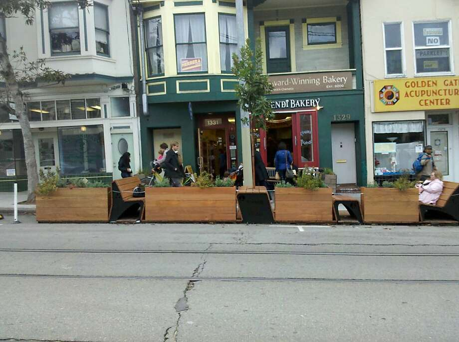 9th St Parklet hosted by Arizmendi Bakery Photo: S.F. Great Streets