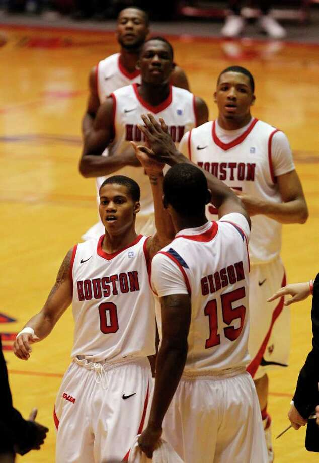 Houston's Joseph Young celebrates with his teammates. Photo: James Nielsen, Chronicle / © 2011 Houston Chronicle