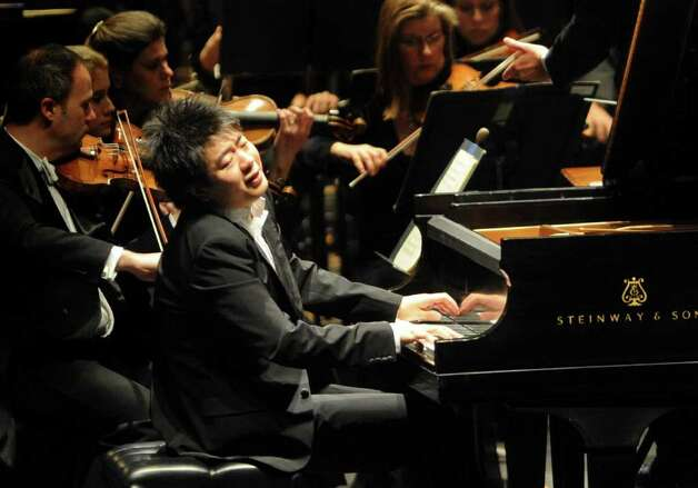 Pianist Lang Lang performs with the San Antonio Symphony Orchestra and conductor Sebastian Lang-Lessing at the Majestic Theatre on Wednesday,  Jan. 12, 2011. BILLY CALZADA / gcalzada@express-news.net Photo: BILLY CALZADA, SAN ANTONIO EXPRESS-NEWS / gcalzada@express-news.net