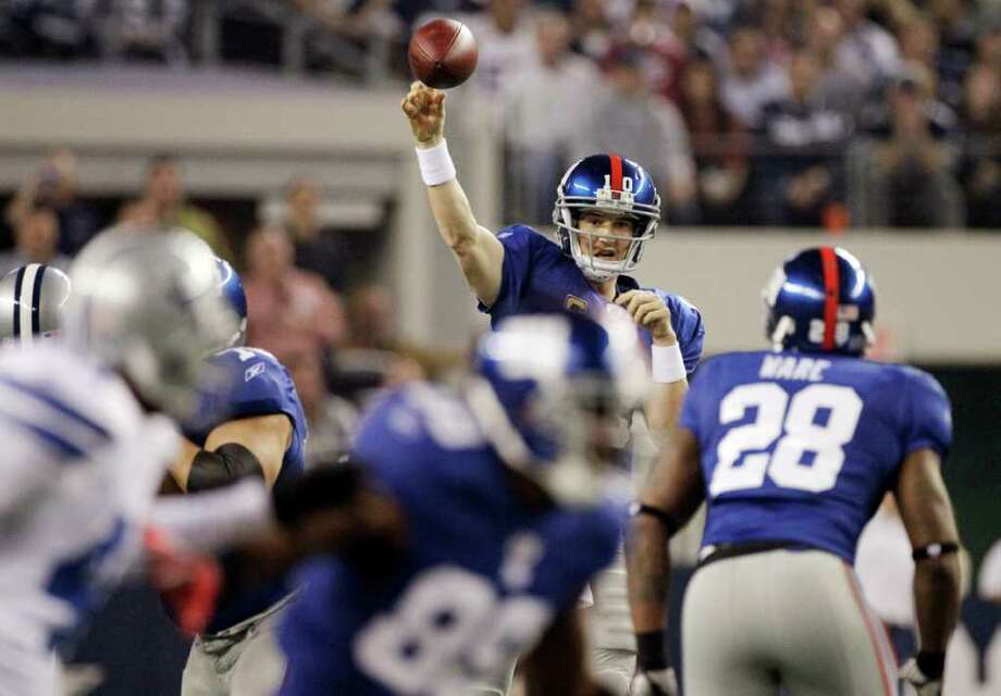 The last time he faced the Cowboys, Giants quarterback Eli Manning managed to avoid pressure and not get sacked. Photo: AP