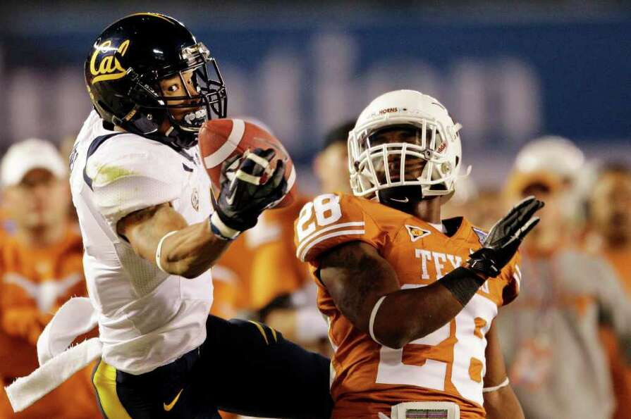 California wide receiver Marvin Jones, left, drops a pass as Texas cornerback Quandre Diggs, right,