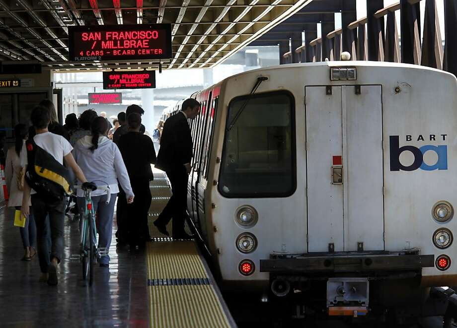 Passengers boarded a San Francisco bound train at the MacArthur Station in Oakland, Calif. BART service, which was disrupted for several hours Monday night because computers in the Oakland operations center malfunctioned, could have been disastrous for Giants fans trying to return home. Photo: Brant Ward, The Chronicle