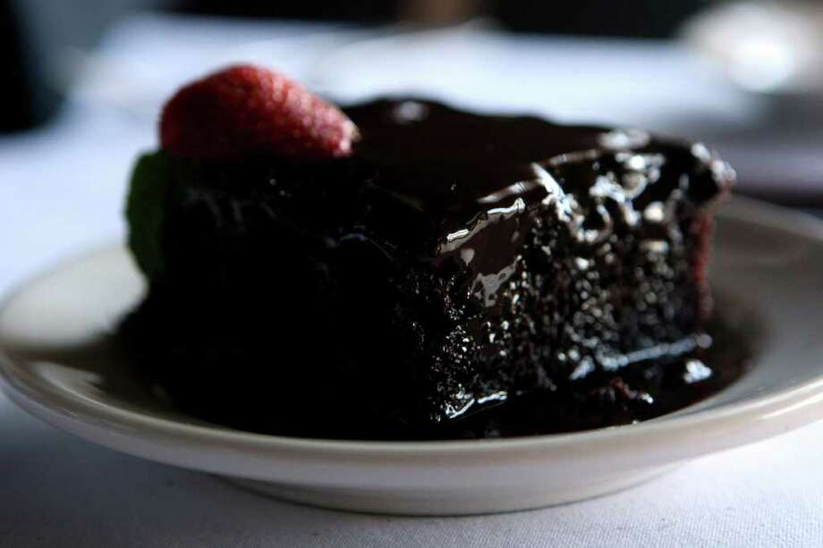 Chocolate cake at Myron's Steakhouse Photo: HELEN L. MONTOYA, San Antonio Express-News / SAN ANTONIO EXPRESS-NEWS