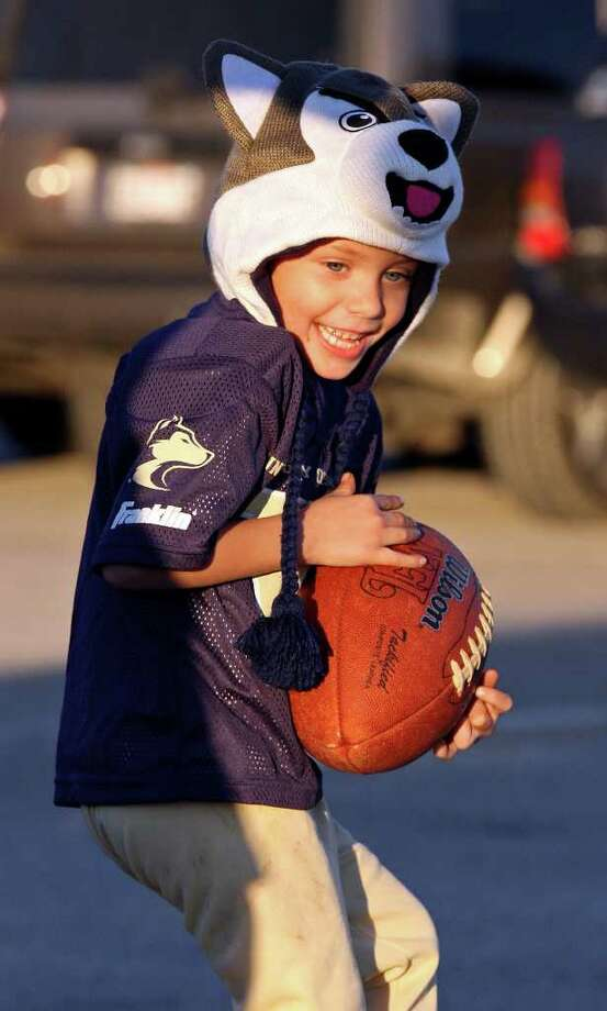 FOR SPORTS - Washington fan Troy Adam Paddock, 5, plays catch with his father Troy Roger Paddock (not pictured) before the  Valero Alamo Bowl 2011 where Washington will play Baylor Thursday Dec. 29, 2011 at the Alamodome in San Antonio, Tx. Photo: EDWARD A. ORNELAS, Express-News / SAN ANTONIO EXPRESS-NEWS (NFS)