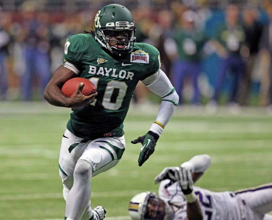 Robert Griffin III rolls out of the backfield and scores in the first quarter as Baylor plays Washington in the Valero Alamo Bowl 2011 at the Alamodome in San Antonio, Texas  on December 29, 2011 Tom Reel/Staff Photo: TOM REEL, Express-News / © 2011 San Antonio Express-News
