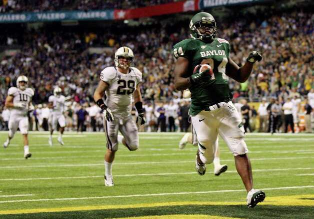 FOR SPORTS - Baylor's Terrance Ganaway scores a touchdown against Washington during second half action of the 2011 Valero Alamo Bowl Thursday Dec. 29, 2011 at the Alamodome in San Antonio,Tx.  (PHOTO BY EDWARD A. ORNELAS/eaornelas@express-news.net) Photo: EDWARD A. ORNELAS, SAN ANTONIO EXPRESS-NEWS / SAN ANTONIO EXPRESS-NEWS (NFS)