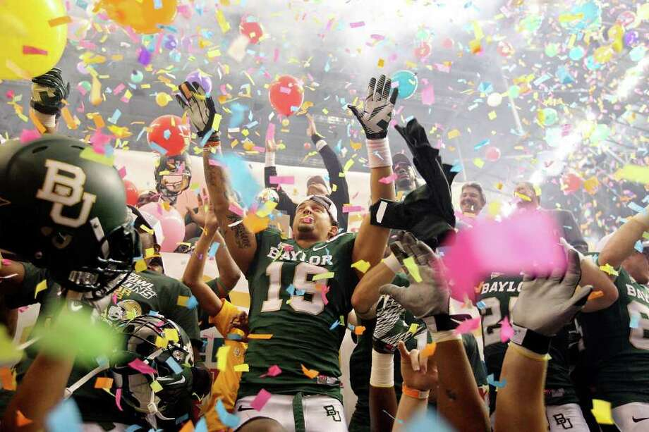 FOR SPORTS - Baylor players celebrate their 67-56 win over Washington in the 2011 Valero Alamo Bowl Thursday Dec. 29, 2011 at the Alamodome in San Antonio,Tx.  (PHOTO BY EDWARD A. ORNELAS/eaornelas@express-news.net) Photo: EDWARD A. ORNELAS, SAN ANTONIO EXPRESS-NEWS / SAN ANTONIO EXPRESS-NEWS (NFS)