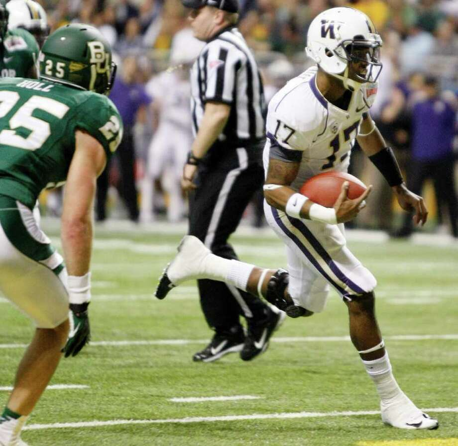 Washington quarterback Keith Price runs for a touchdown during the first half of the Alamo Bowl college football game against Baylor, Thursday, Dec. 29, 2011, at the Alamodome in San Antonio. (AP Photo/Darren Abate) Photo: Darren Abate / FR115 AP