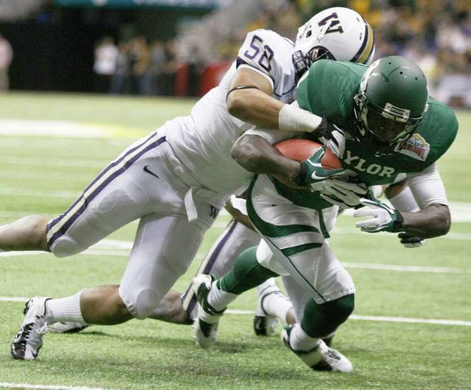 Baylor's Kendall Wright, right, runs for a touchdown before he is brought down by Washington's Jamaal Kearse during the first half of the Alamo Bowl college football game, Thursday, Dec. 29, 2011, at the Alamodome in San Antonio. (AP Photo/Darren Abate) Photo: Darren Abate / FR115 AP