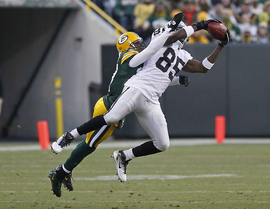 Oakland Raiders wide receiver Darrius Heyward-Bey makes a catch while being covered by cornerback Sam Shields during an NFL football game Sunday, Dec. 11, 2011, in Green Bay, Wis. (AP Photo/Matt Ludtke) Photo: Matt Ludtke, Associated Press