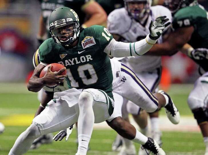 SPORTS  Robert Griffin III shifts direction on a run in the second half as Baylor plays Washington i
