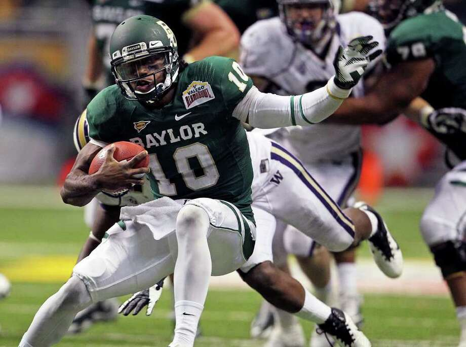 SPORTS  Robert Griffin III shifts direction on a run in the second half as Baylor plays Washington in the Valero Alamo Bowl at the Alamodome in San Antonio, Texas  on December 29, 2011 Tom Reel/Staff Photo: TOM REEL, SAN ANTONIO EXPRESS-NEWS / © 2011 San Antonio Express-News